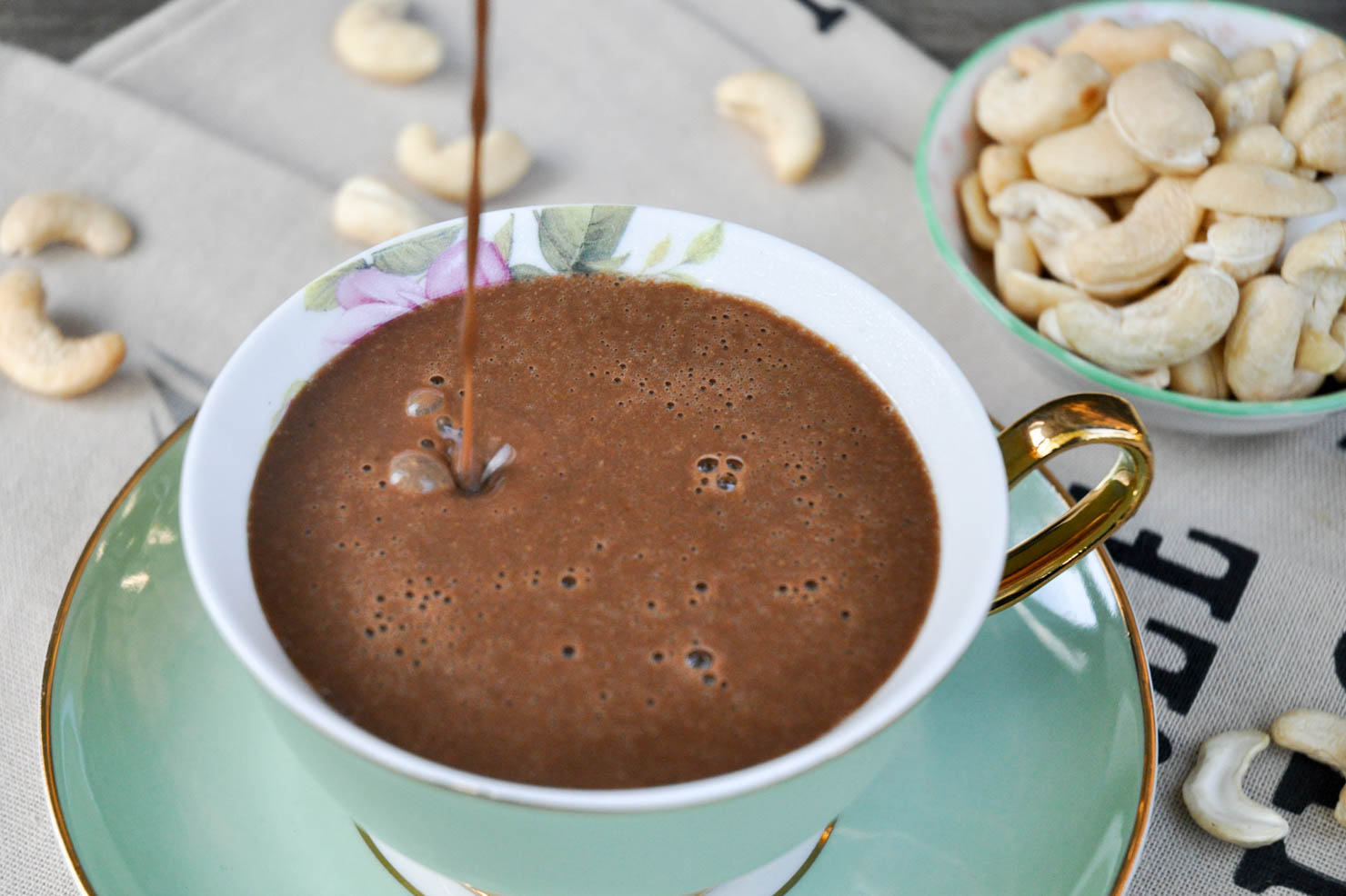 kakao-med-cashewnotter-og-urter-3