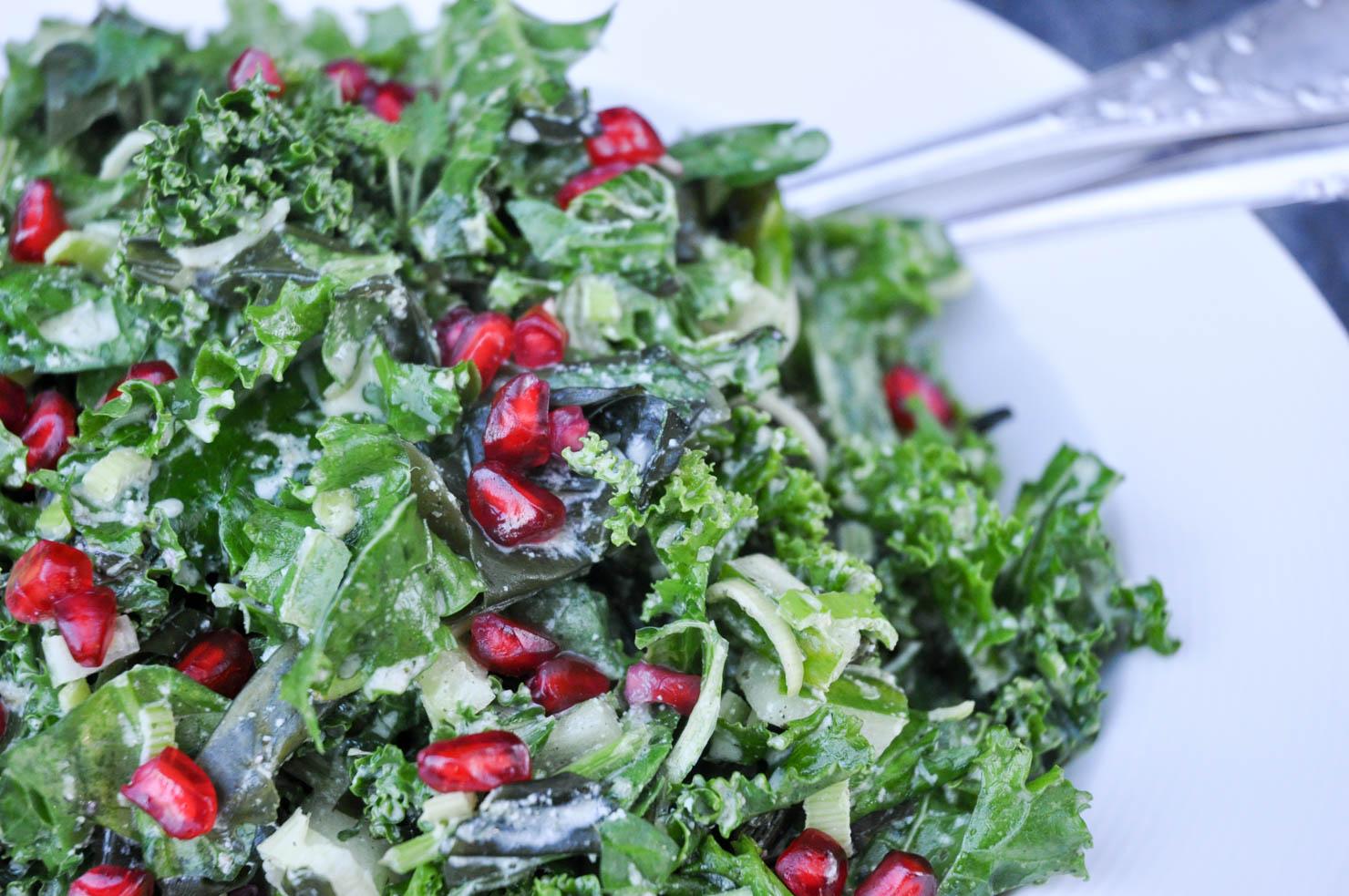 gronnkalsalat-med-granateple-og-tang-1